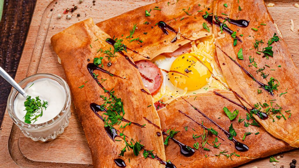 Jajka z szynką zapiekane w cieście francuskim