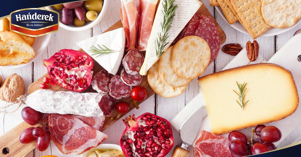 Deska serów i wędlin - ciekawa propozycja na domową imprezę na karnawał
