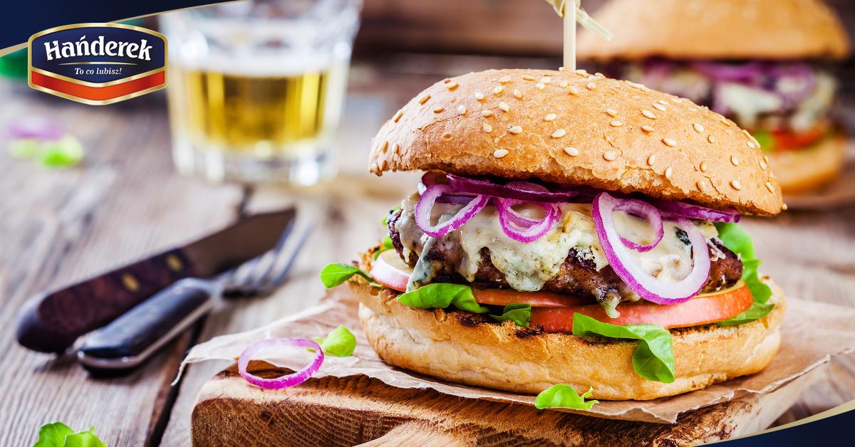 Dzień Hamburgera – przepis na wykorzystanie mięsa wołowego z oferty Hańderka – ciekawy pomysł na burgera
